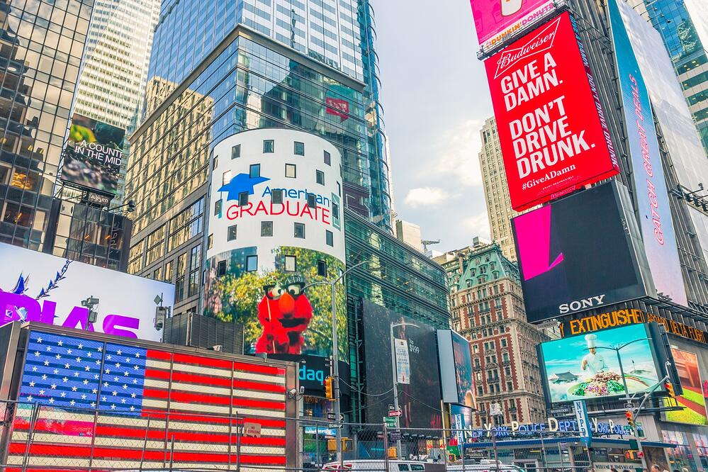 large format signs times-square-in-new-york-1550065362eCD